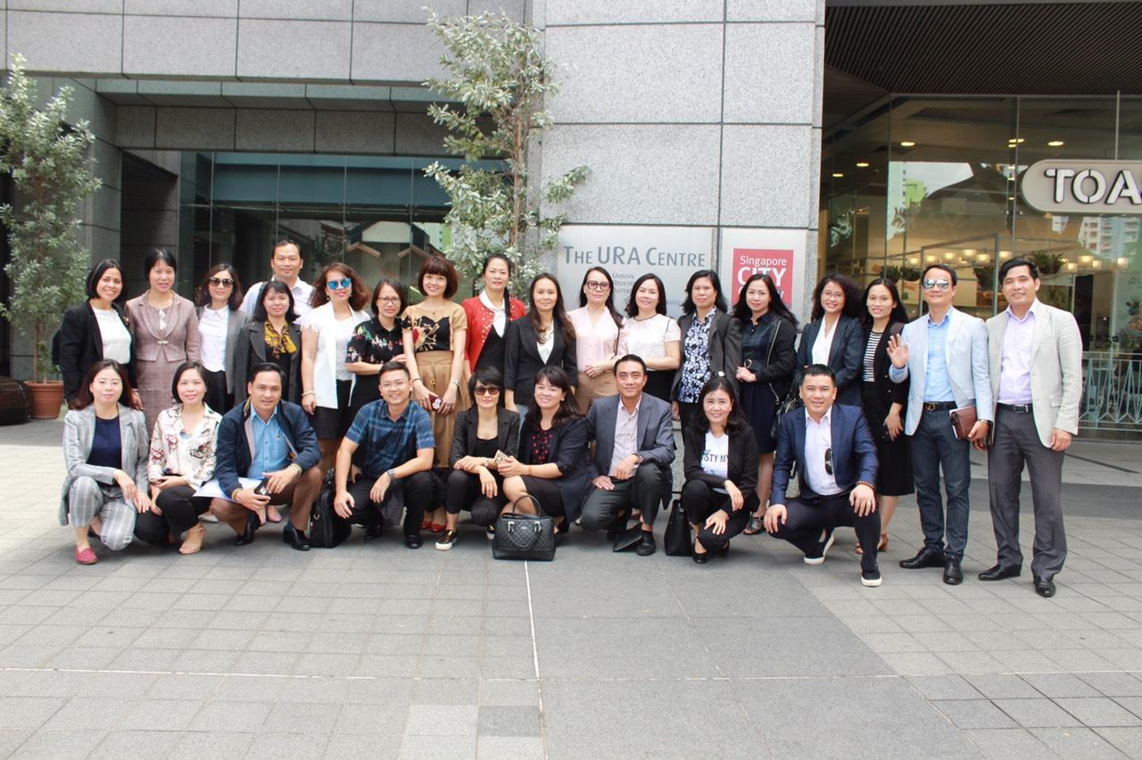 Đoàn khảo sát tại Cơ quan Quản lý nhà nước về tái phát triển đô thị