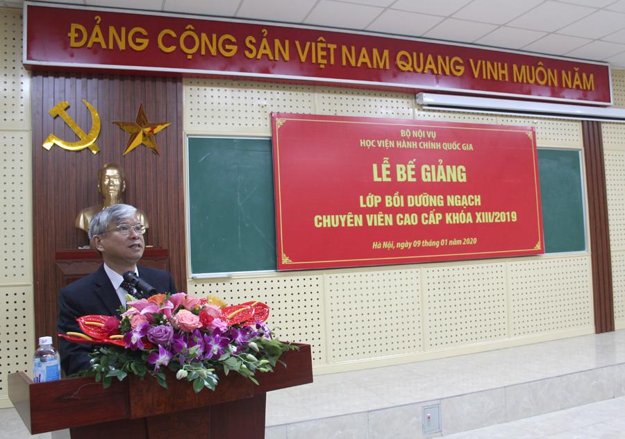 NGƯT. TS. Vũ Thanh Xuân - Phó Giám đốc Học viện phát biểu bế giảng