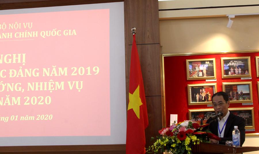 Đồng chí Nguyễn Minh Tuấn - Đảng ủy viên, Chánh Văn phòng Đảng ủy trình bày Báo cáo kết quả đánh giá phân loại đảng viên, chi bộ đảng và công tác khen thưởng đảng viên năm 2019 của Đảng bộ Học viện và Báo cáo tài chính Đảng