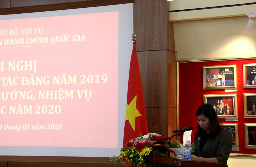Đồng chí Nguyễn Thị Thu Vân - Uỷ viên Ban Thường vụ, Chủ nhiệm UBKT Đảng ủy trình bày Báo cáo công tác kiểm tra, giám sát của Đảng ủy Học viện
