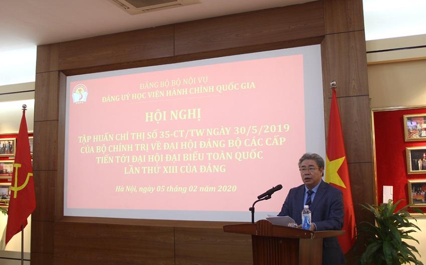 Đồng chí Đặng Xuân Hoan - Bí thư Đảng ủy, Giám đốc Học viện phát biểu tại Hội nghị tập huấn