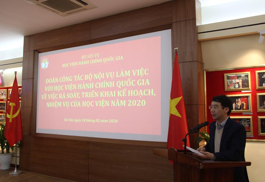 PGS.TS. Lương Thanh Cường - Phó Giám đốc Học viện trình bày báo cáo về việc rà soát, triển khai kế hoạch nhiệm vụ của Học viện năm 2020