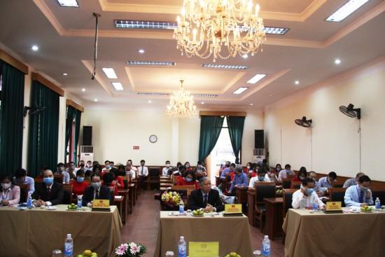 Các đại biểu và đảng viên tham dự Đại hội chi bộ Văn phòng