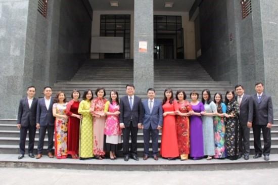 Tập thể viên chức và người lao động Phòng QLBD theo chức vụ lãnh đạo quản lý
