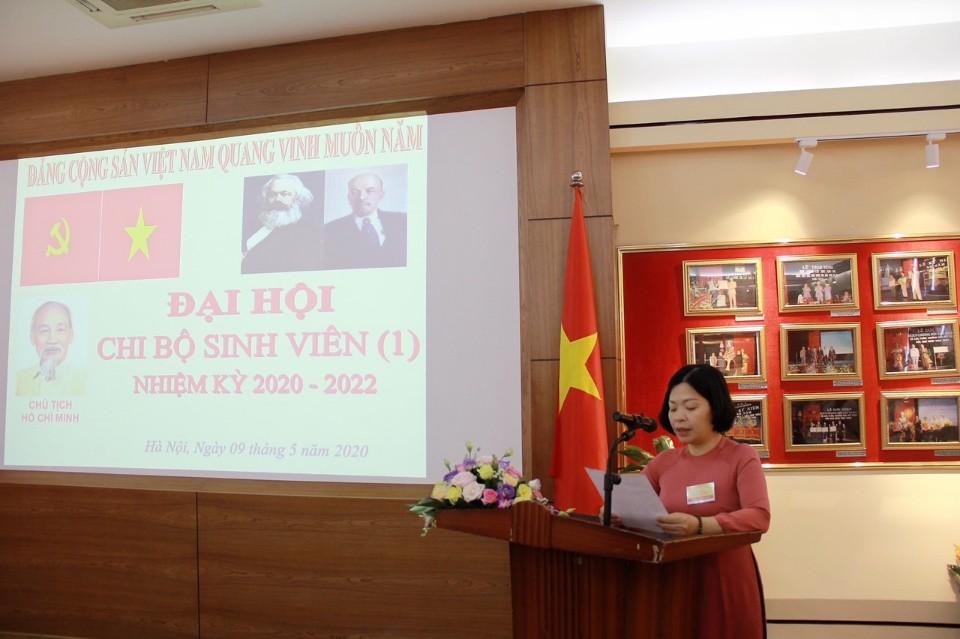 Đồng chí Nguyễn Lệ Hà – Phó Bí thư Chi bộ nhiệm kỳ 2017 – 2020 thông qua nội quy Đại hội