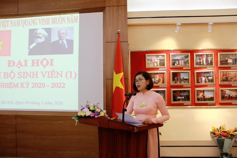 Đồng chí Lý Thị Kim Bình – Bí thư Chi bộ nhiệm kỳ 2017 – 2020 phát biểu khai mạc Đại hội