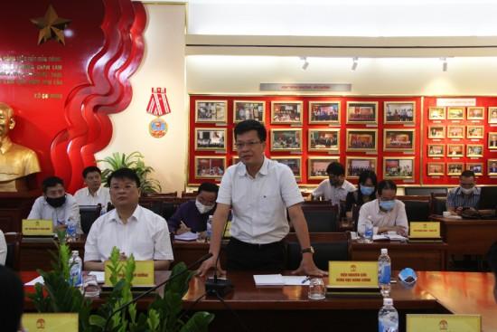 TS. Đặng Thành Lê, Viện Trưởng Viện Nghiên cứu Khoa học hành chính phát biểu tại buổi họp giao ban.