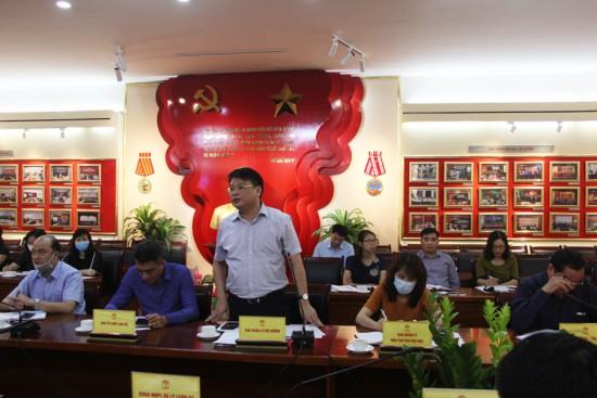 TS. Bùi Huy Tùng, Trưởng Ban, Ban Quản lý bồi dưỡng phát biểu tại buổi họp.
