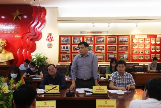 PGS.TS. Nguyễn Hoàng Hiển, Phó Giám đốc Thường trực tại Phân viện Huế phát biểu tại buổi họp.