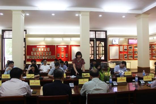 PGS.TS. Nguyễn Thị Hồng Hải, Trưởng khoa Khoa học  hành chính và Tổ chức nhân sự phát biểu tại buổi họp.