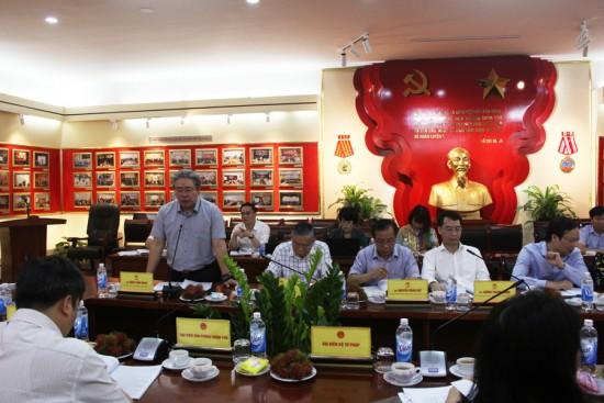 Đồng chí Đặng Xuân Hoan, Giám đốc Học viện phát biểu tại cuộc họp.