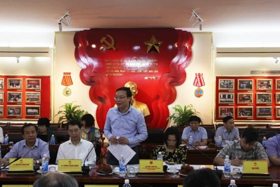 Đồng chí Trương Hải Long, Vụ trưởng Vụ Công chức-Viên chức, Bộ Nội vụ phát biểu góp ý dự thảo Đề án.