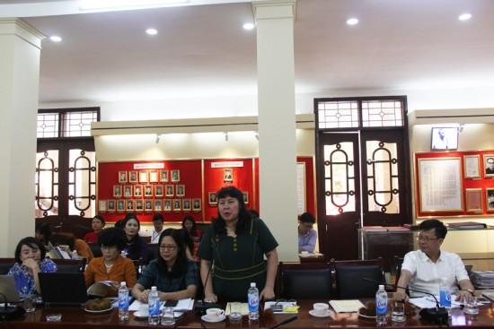 PGS.TS. Đinh Thị Minh Tuyết góp ý tại Tọa đàm