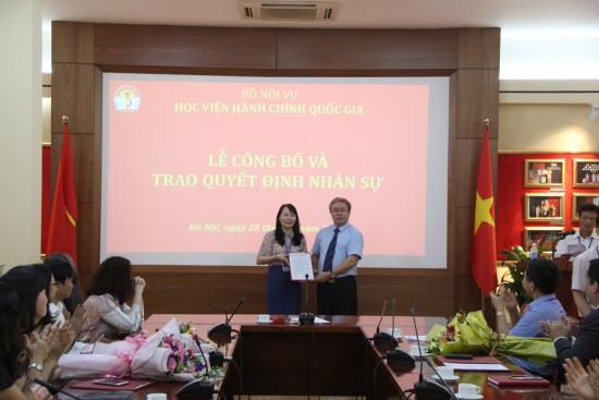 TS. Đặng Xuân Hoan, Giám đốc Học viện trao quyết định