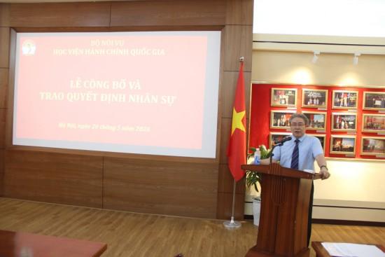 TS. Đặng Xuân Hoan, Giám đốc Học viện phát biểu  giao nhiệm vụ và chúc mừng tại buổi Lễ