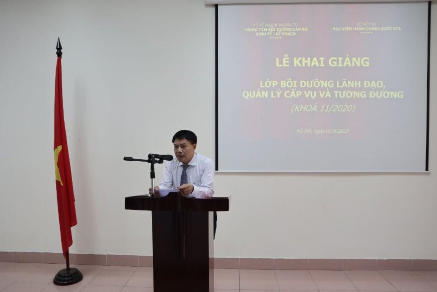 ThS. Tống Đăng Hưng, Phó Trưởng ban Quản lý bồi dưỡng - Học viện Hành chính Quốc gia công bố các quyết định liên quan đến lớp học