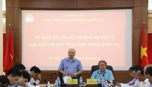 Đồng chí Vũ Đăng Minh, Chánh Văn phòng Bộ Nội vụ, Tổ trưởng Tổ Công tác của Bộ trưởng phát biểu ý kiến tại buổi làm việc