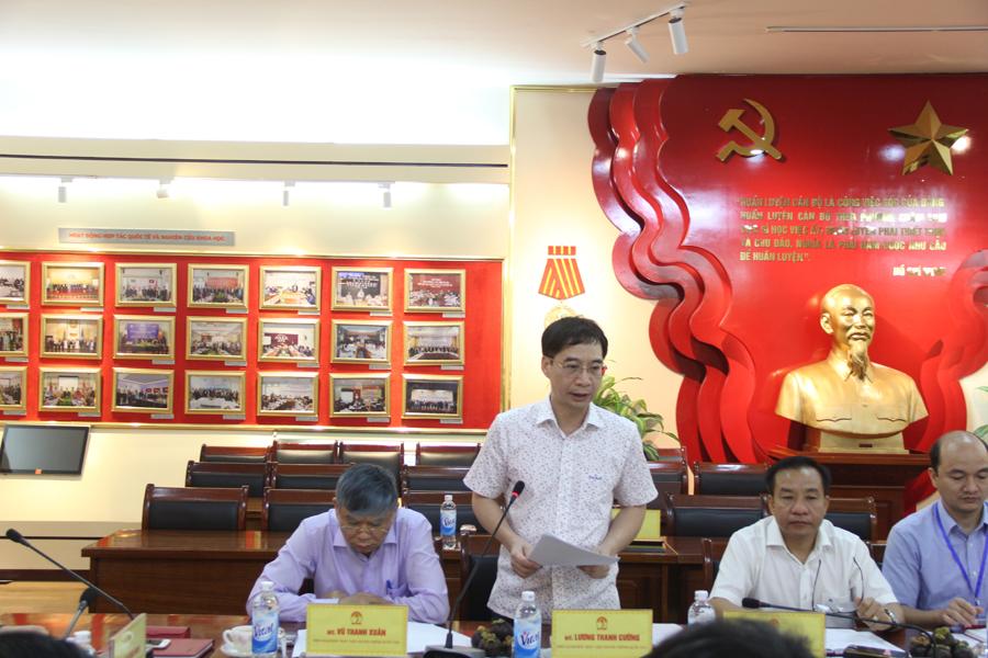 Đồng chí Lương Thanh Cường, Phó Giám đốc Học viện trình bày báo cáo