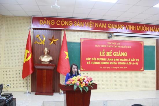 ThS. Nguyễn Thị Tâm, Phó trưởng phòng Quản lý bồi dưỡng báo cáo kết quả khóa học