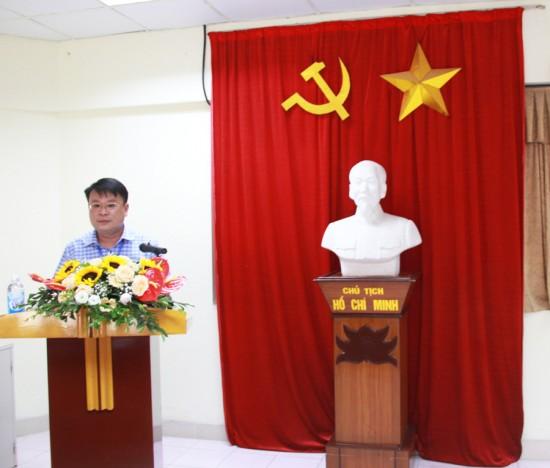 TS. Bùi Huy Tùng đọc Quyết định về việc tổ chức và cử chủ nhiệm lớp
