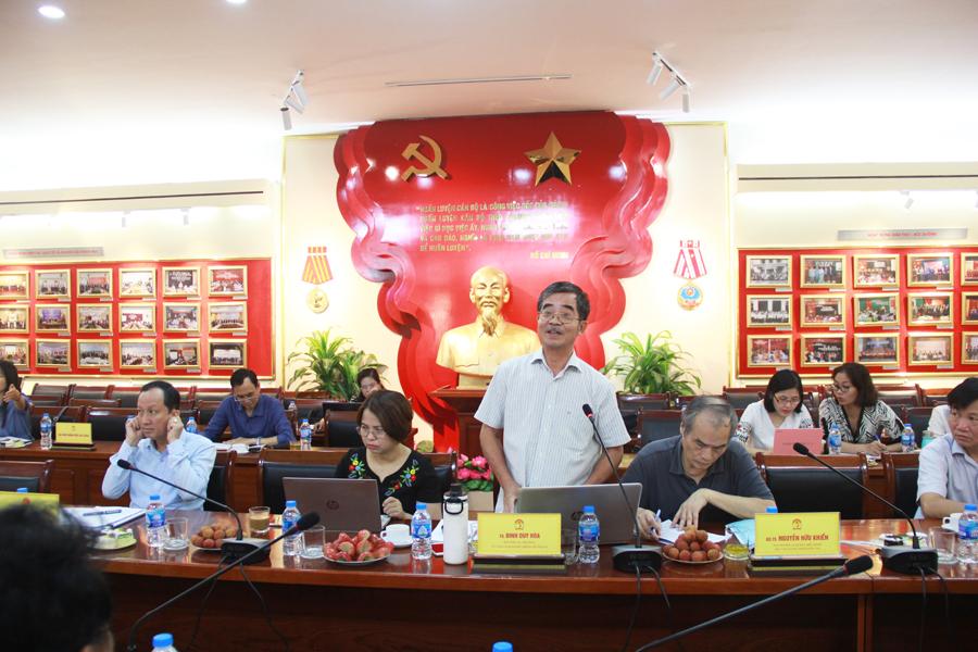 TS. Đinh Duy Hòa - Nguyên Vụ trưởng Vụ Cải cách hành chính, Bộ Nội vụ trình bày tham luận