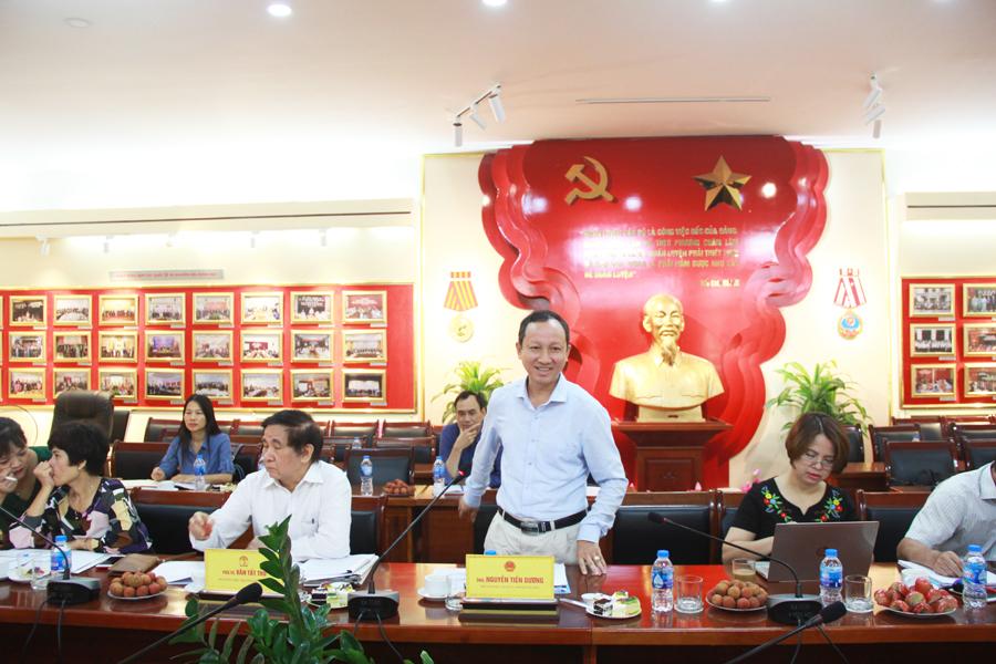 Ông Nguyễn Tiến Dương - Phó Giám đốc Sở Nội vụ Quảng Ninh trình bày tham luận