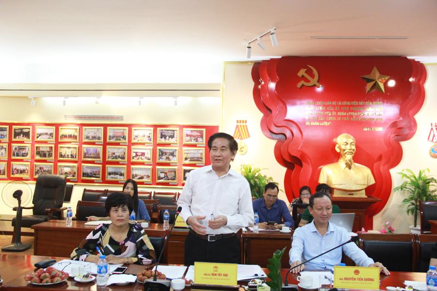PGS.TS. Văn Tất Thu - Nguyên Thứ trưởng Bộ Nội vụ trình bày tham luận