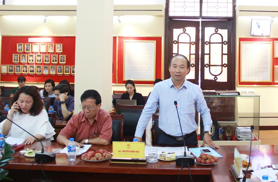 Ông Nguyễn Đình Hoa - Phó Giám đốc Sở Nội vụ Hà Nội trình bày tham luận