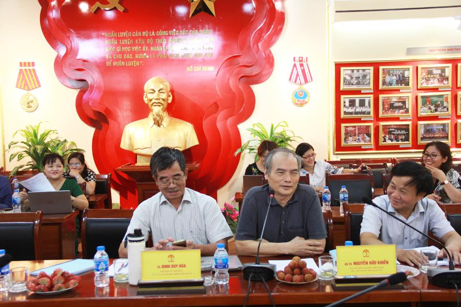 GS.TS. Nguyễn Hữu Khiển - Nguyên Phó Giám đốc điều hành Học viện Hành chính Quốc gia phát biểu ý kiến