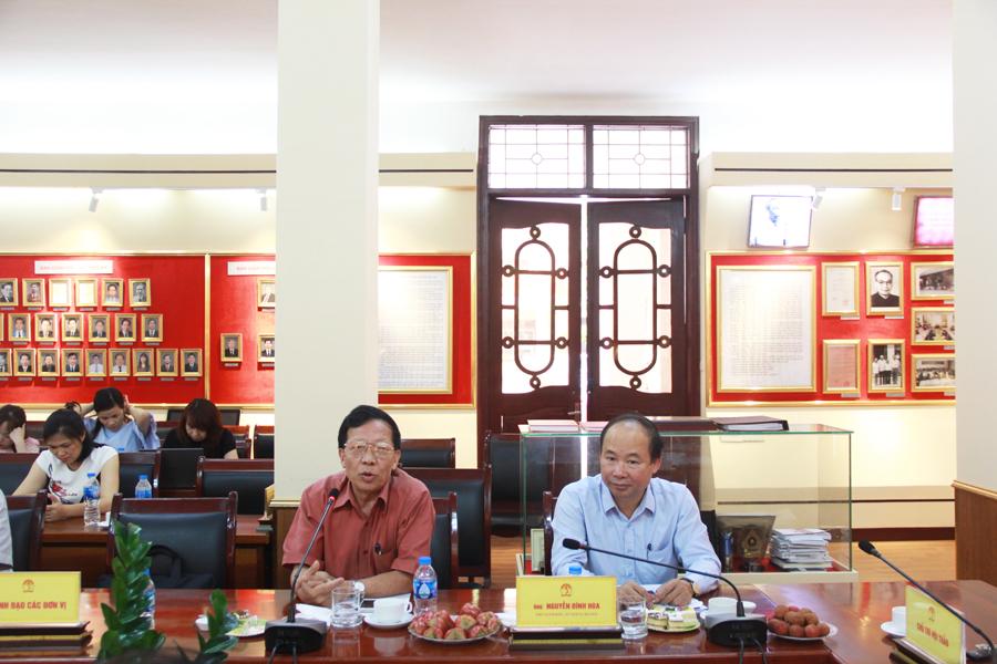 PGS.TS. Nguyễn Hữu Hải - Giảng viên cao cấp Khoa Khoa học Hành chính và Tổ chức nhân sự trình bày tham luận