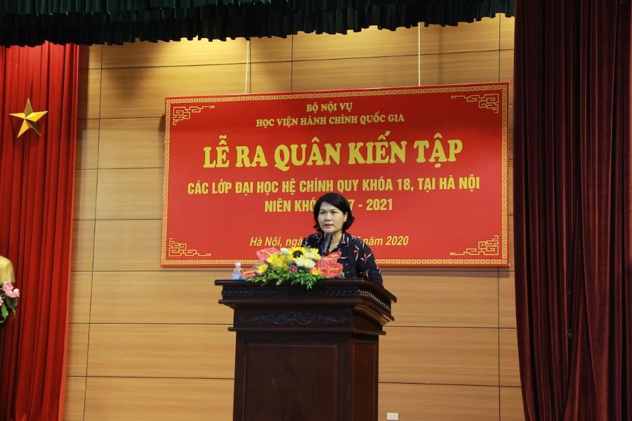 ThS. Phan Thị Hương - Phụ trách, điều hành Phòng Quản lý đào tạo và Phát triển nhân lực hành chính công bố các quyết định của Giám đốc Học viện về việc thành lập Ban Chỉ đạo kiến tập và các đoàn kiến tập