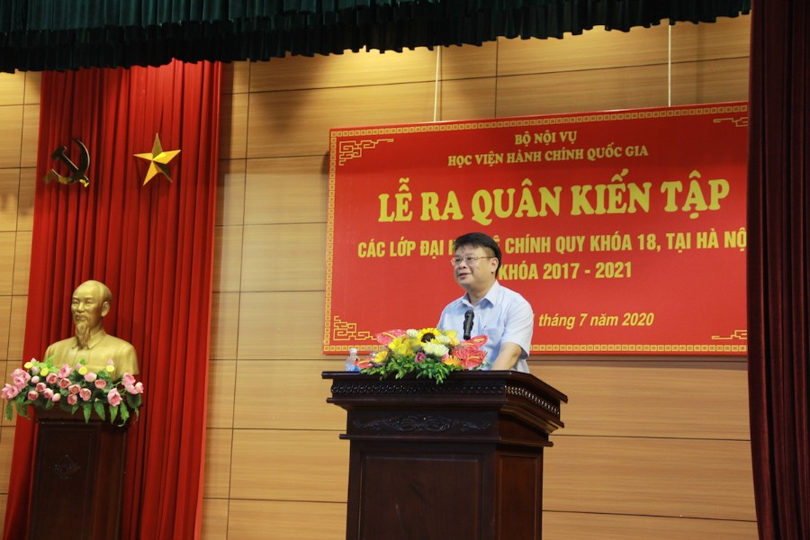 TS. Bùi Huy Tùng - Trưởng Ban Quản lý bồi dưỡng phát biểu tại buổi lễ