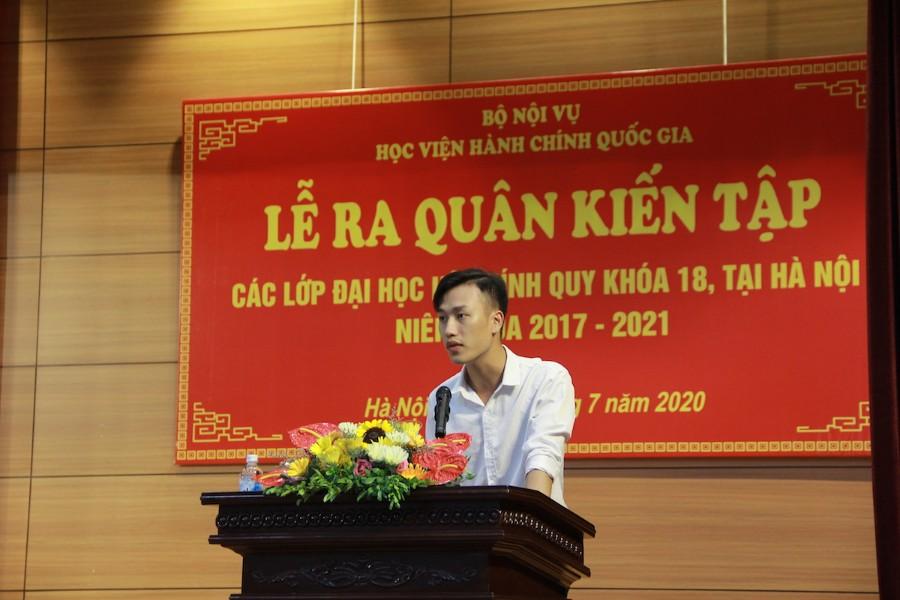 Sinh viên Lê Việt Anh - đại diện sinh viên K18 phát biểu