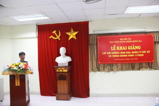 Đ/c Chu Xuân Trường đại diện lớp học phát biểu tại Lễ khai giảng