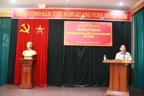 NGƯT. TS. Vũ Thanh Xuân, Phó Giám đốc Học viện phát biểu khai giảng lớp học