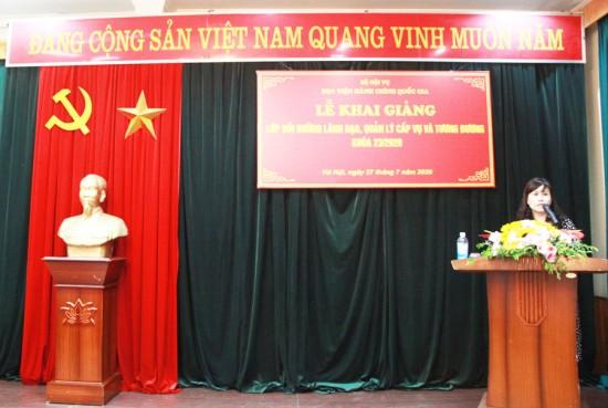 ThS. Lê Phương Thúy, Phó Trưởng Ban, Ban quản lý bồi dưỡng Học viện công bố Quyết định mở lớp