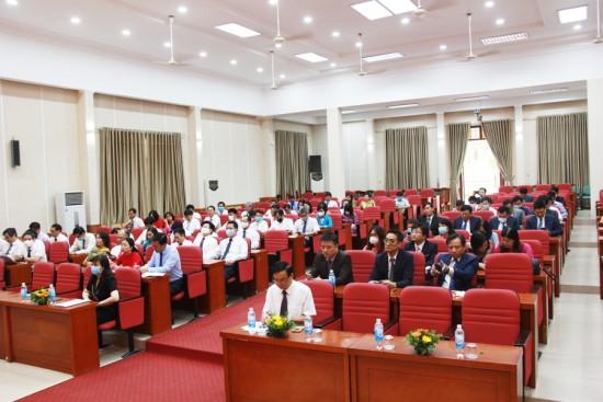 Các đại biểu cùng toàn thể học viên khóa 3 và khóa 4/2020 tham dự Lễ bế giảng