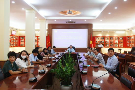 Các đại biểu tham dự Lễ công bố và trao Quyết định tại điểm cầu Hà Nội