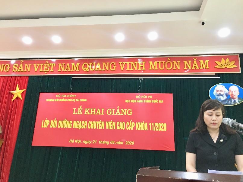 ThS. Lê Phương Thúy, Phó Trưởng Ban Quản lý bồi dưỡng, Học viện Hành chính Quốc gia phát biểu khai giảng khóa học