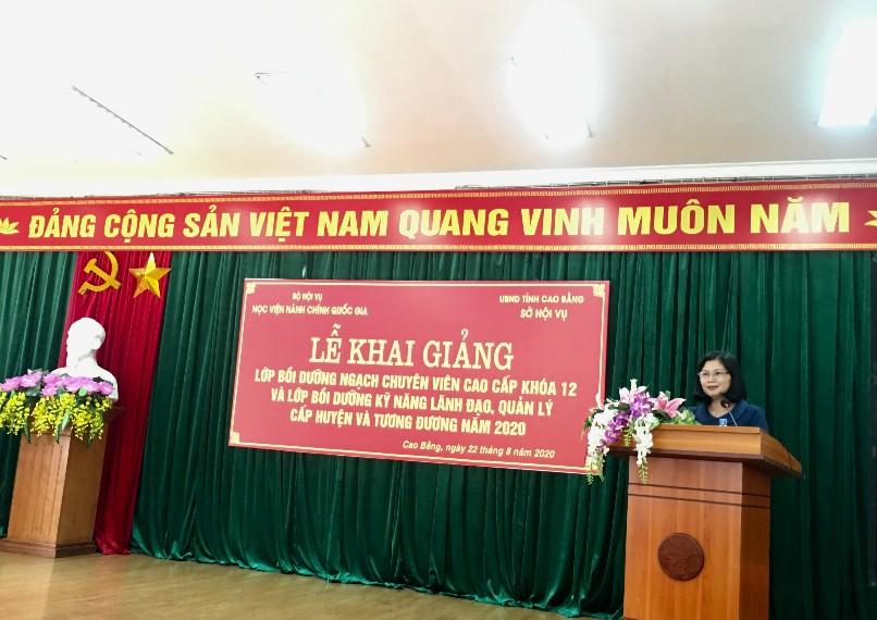 Đồng chí Đồng Thị Kiều Oanh, Giám đốc Sở Nội vụ tỉnh Cao Bằng phát biểu tại buổi lễ
