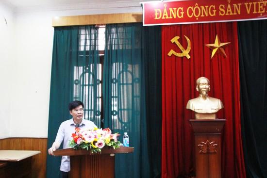 Đồng chí Chu Xuân Trường đại diện lớp lên phát biểu tại Lễ bế giảng