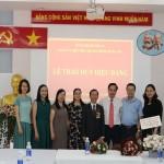 Trao tặng Huy hiệu 40 năm tuổi Đảng cho đồng chí Nguyễn Huy Hoàng - đảng viên Chi bộ Bộ môn QLNN về Kinh tế và Tài chính công