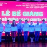 Bế giảng lớp bồi dưỡng ngạch chuyên viên phối hợp Sở Y tế tỉnh Kon Tum