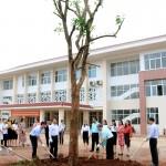 Đại diện Đảng ủy, Ban Giám đốc Học viện Hành chính Quốc gia trồng cây lưu niệm và làm việc với viên chức, người lao động Phân viện Học viện Hành chính Quốc gia khu vực Tây Nguyên